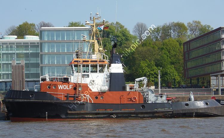 Ref TSV211 Wolf Tug Port Of Hamburg Germany 2014 (C)RLT Aviation And Maritime Images  2018 opt
