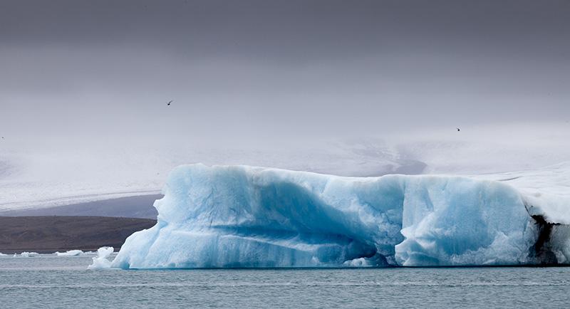 Iceflow in lagoon