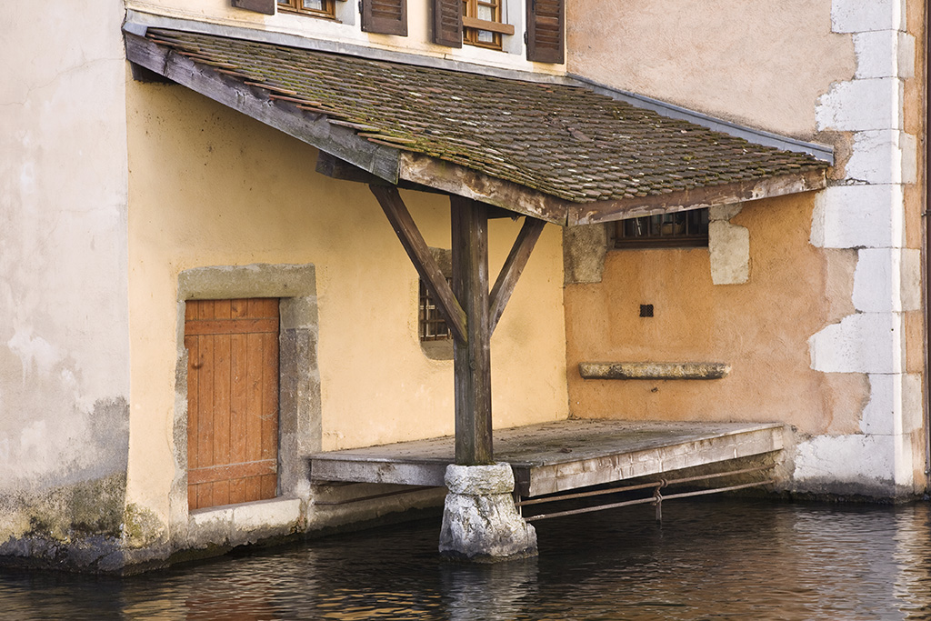 Old building next to canal, Annecy