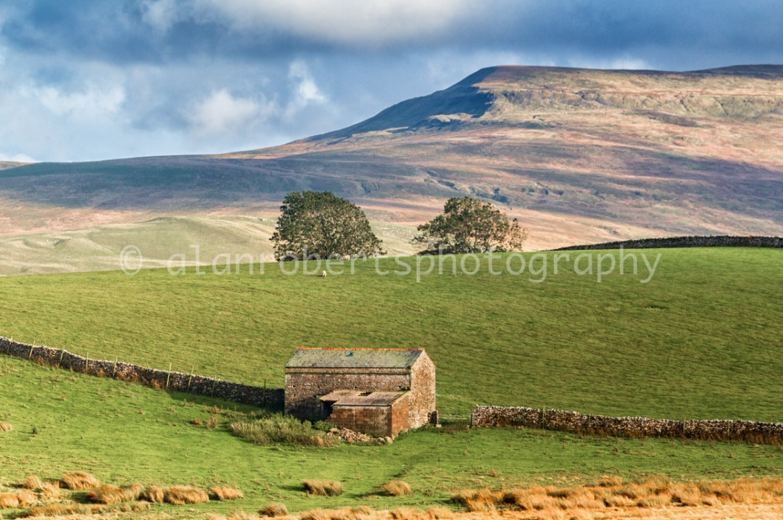 MALLERSTANG EDGE AND BARN