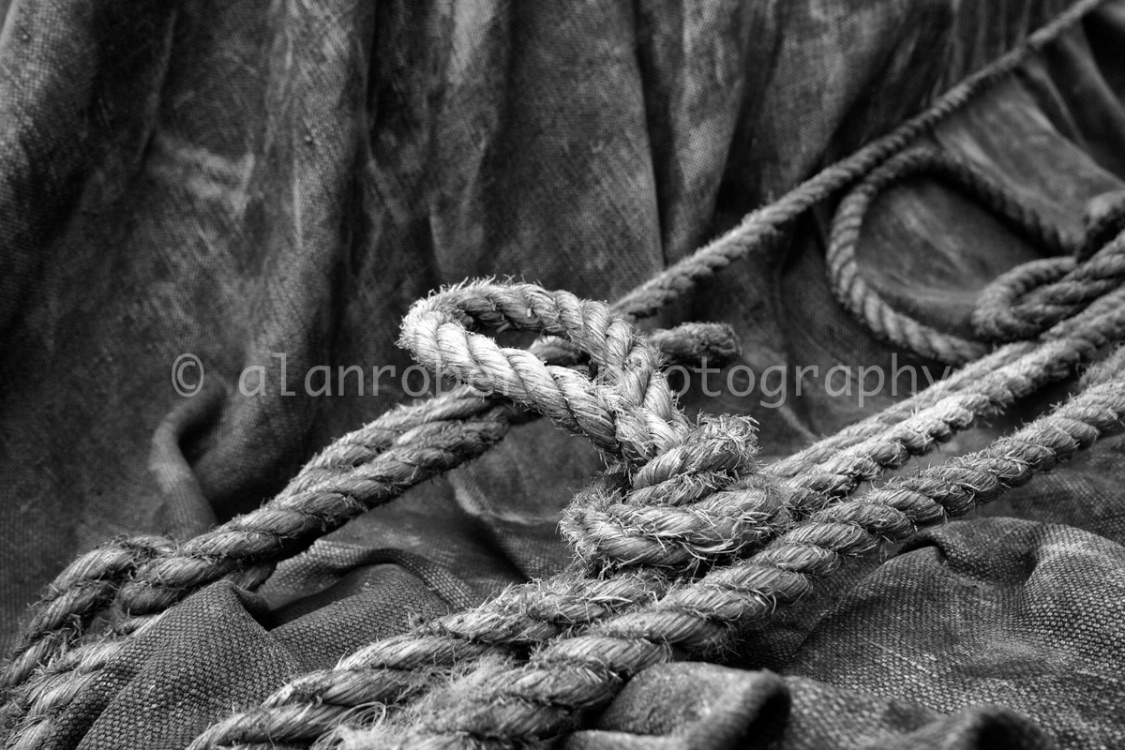 WELL KNOTTED ROPE