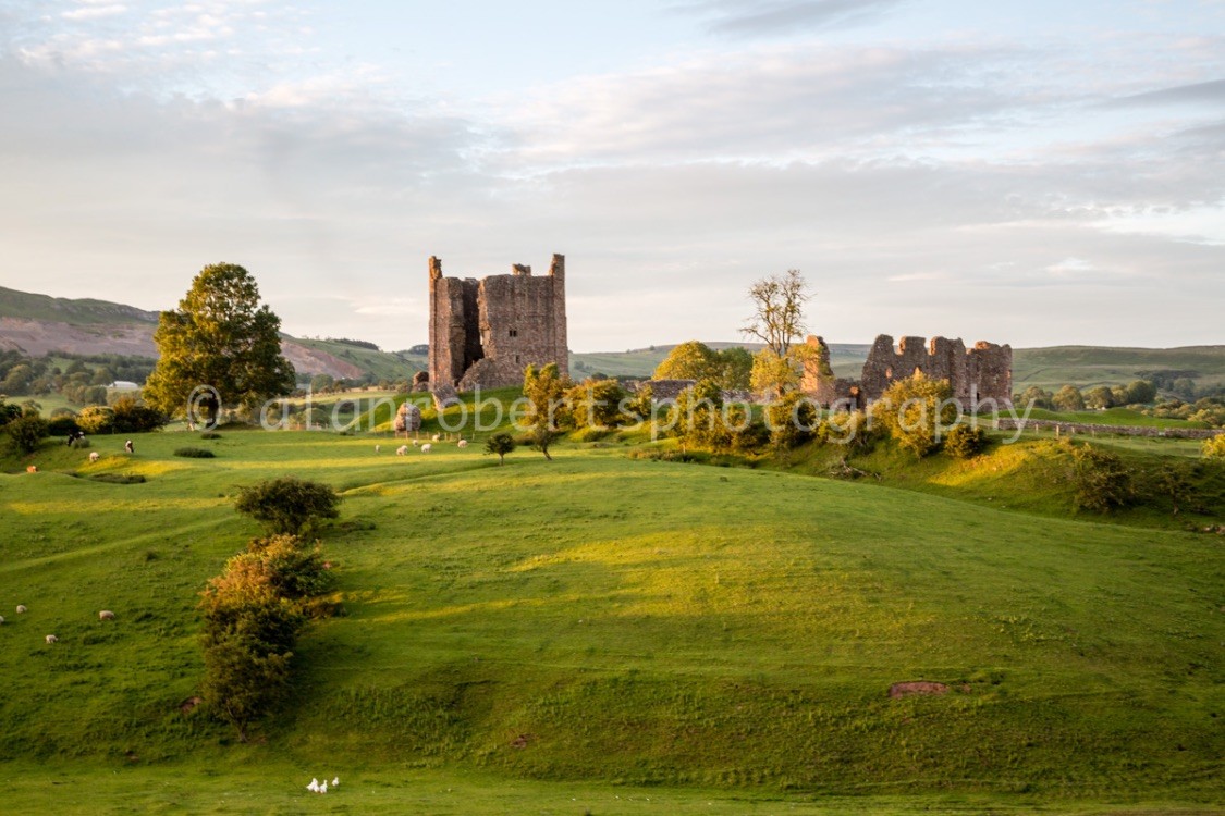 BROUGH CASTLE AS THE SUN GOES DOWN