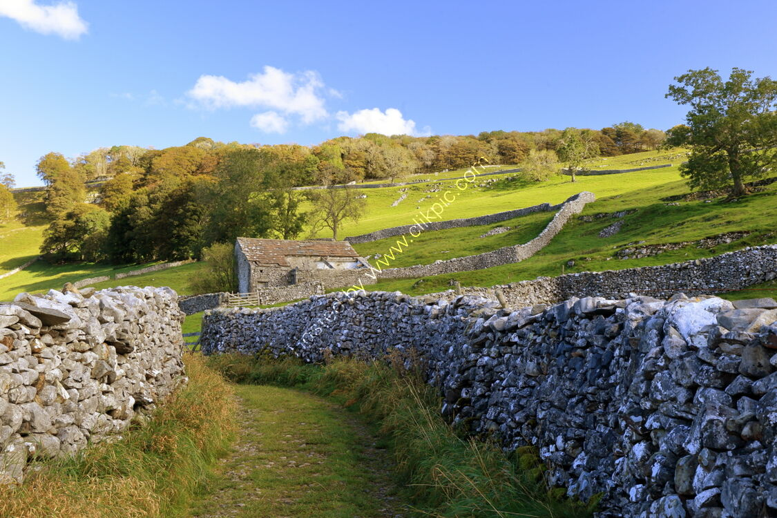 Ancient track with drystone walls and barn, Pike Lane, Langcliffe