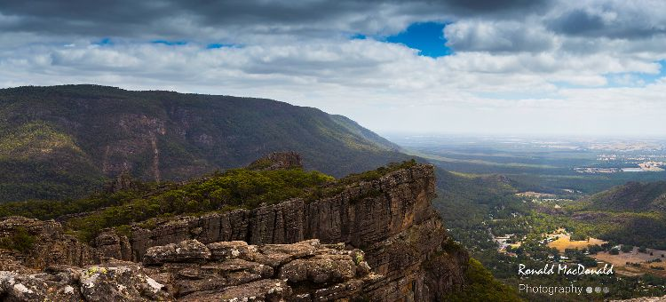 Towards Halls Gap