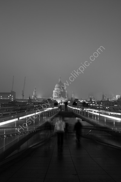 Millenium Bridge to St. Pauls