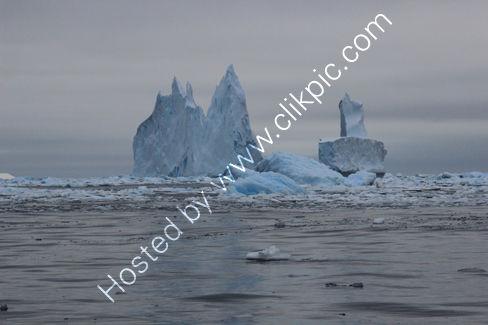 Icebergs near Crystal Sound
