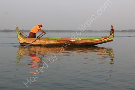 Boatman on Taung-Tha-Man Lake