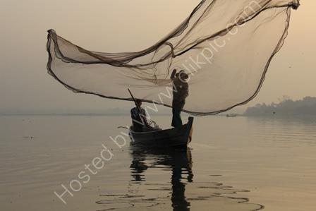 Throwing a Fishing Net