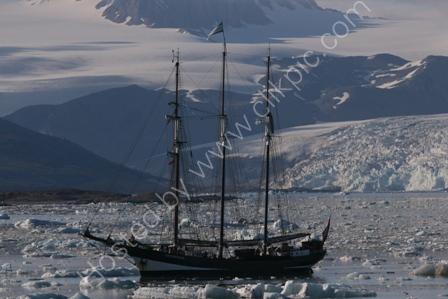 SV Oostershelde in Spitsbergen