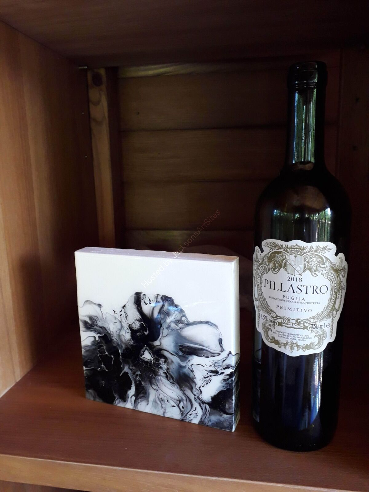 Black & white bloom with wine