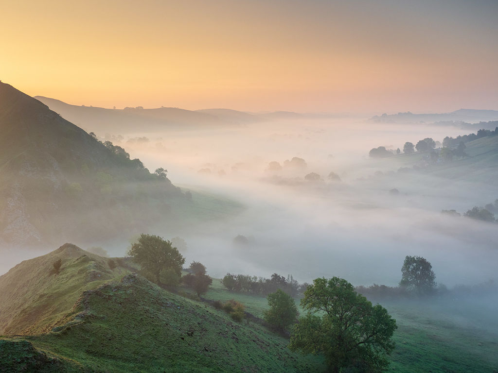 Morning mist on Parkhouse hill
