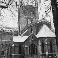 pershore abbey in the snow