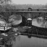 pershore bridge in the snow