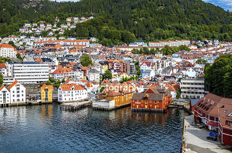 4071 Bergen buildings houses harbour