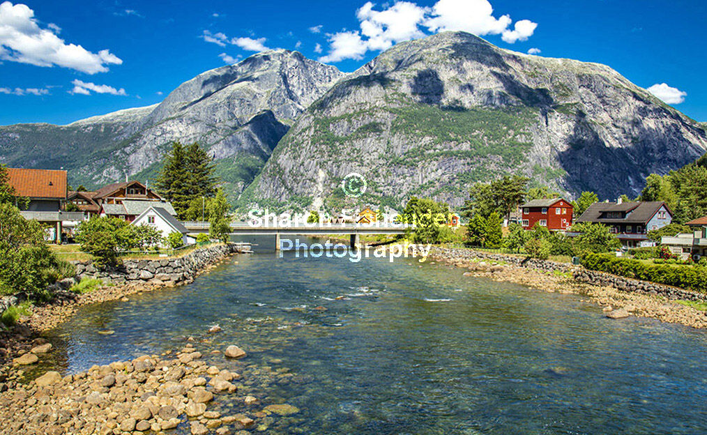 4079-Eidfjord mpuntains bridge houses river