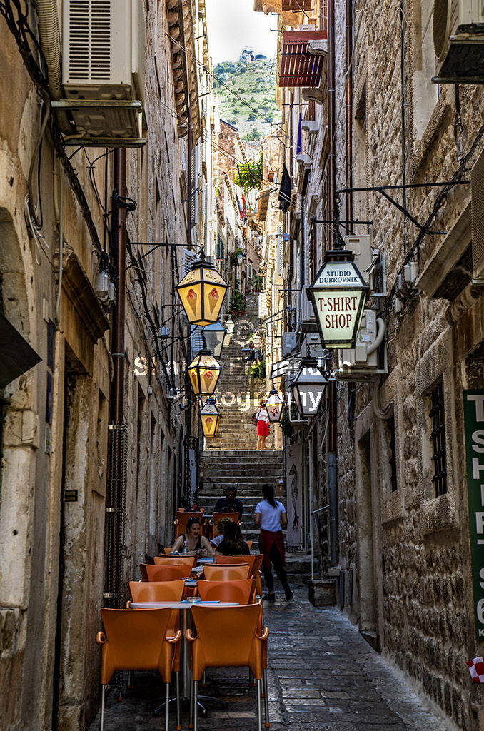 4136-Dubrovnik view to top cafe tenements