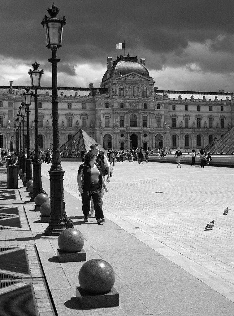 The Louvre Courtyard – Mono