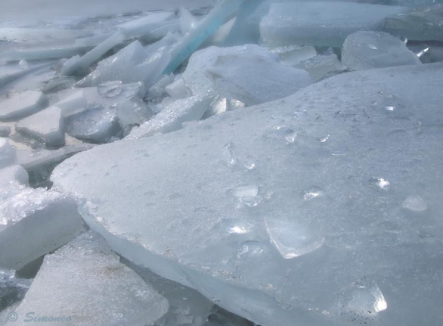 Winter: ice at the IJsselmeer