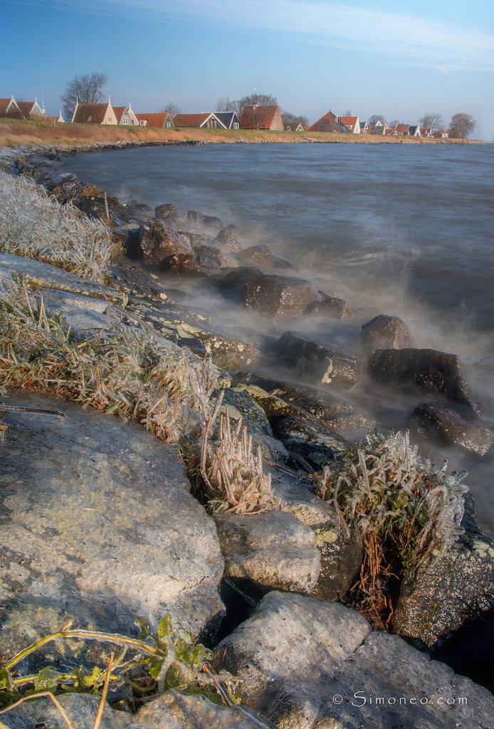 WInd en ijs langs de Waterlandse dijk