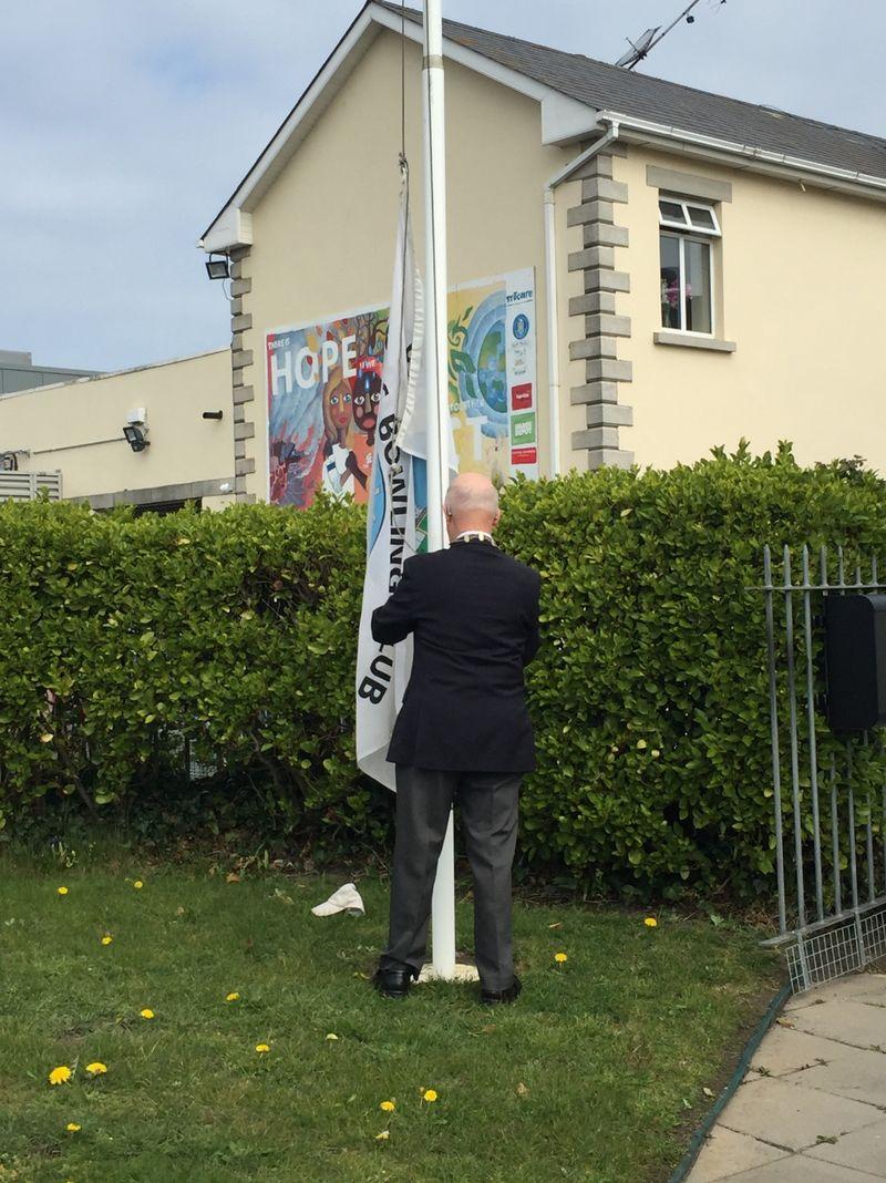 Club President Leslie Swarbrigg raises the Club flag