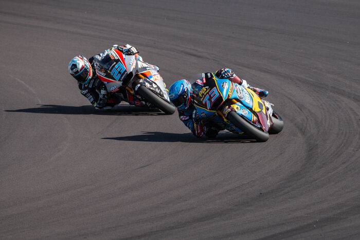 Moto 2 Leaning It Over