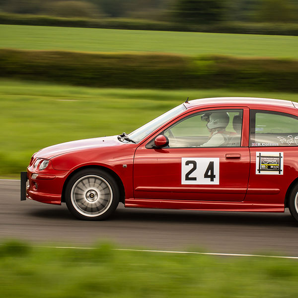 red rover 25 at speed during the BMMC track day