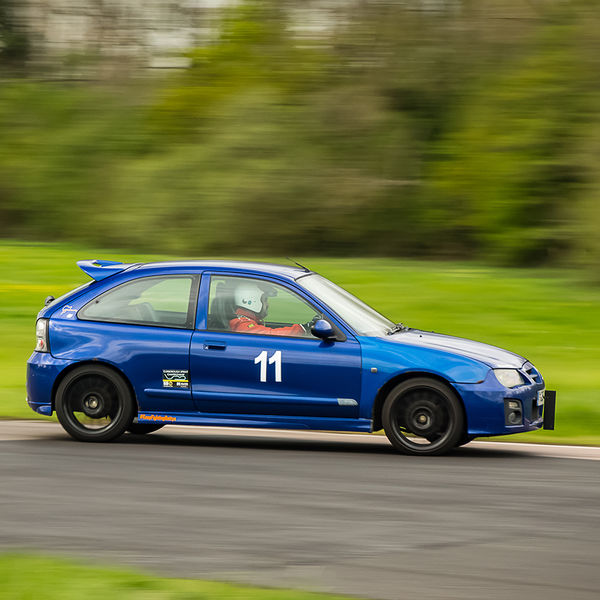 Blue mg rover 25 flat out through flagpole corner during curborough sprint championship