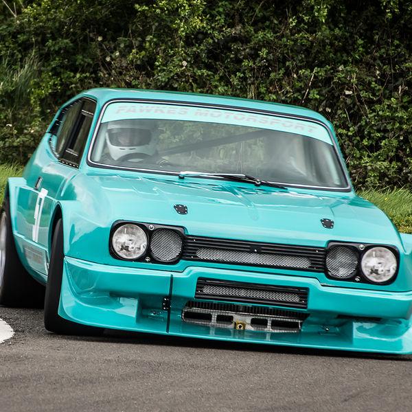 reliant scimitar race car rounding curborough sprint track fradley hairpin corner