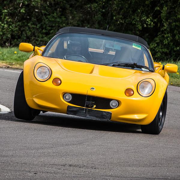 yellow lotus elise rounding curborough sprint track fradley hairpin corner