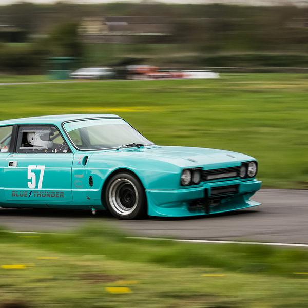 Reliant Scimitar race car at speed at curborough sprint track