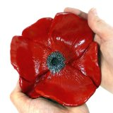 zoo Poppy Dish In Hands 1000 (1)