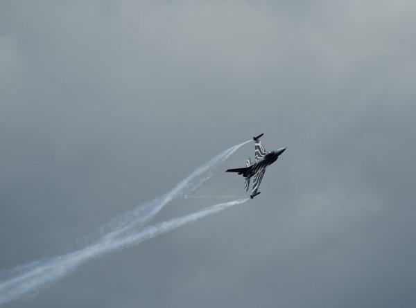 F-16 incoming