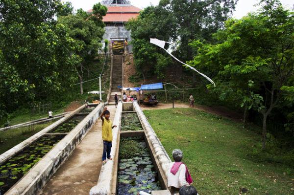 Phnom Udong Kite Flyer