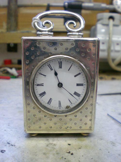 https://clikeu.s3.amazonaws.com/stephenjackmanclockrepair/images/Miniture_carriage_clock_4.jpg