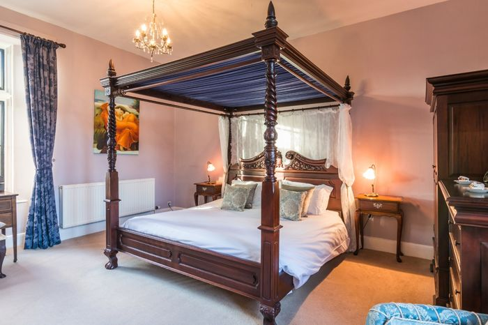 Beautful Four-Poster Bed and Room