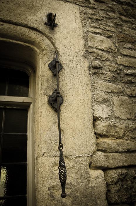 Bell-puller, Bruton