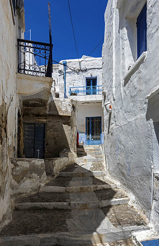 A Street in Ano Syros (a)