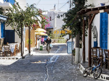 A street in Anti-Paros. (d).
