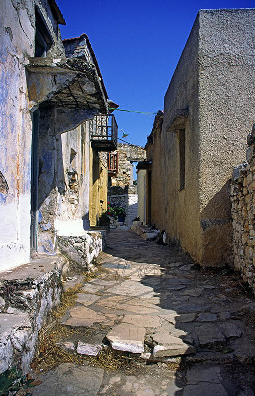 A street in Old Allonissos (b)