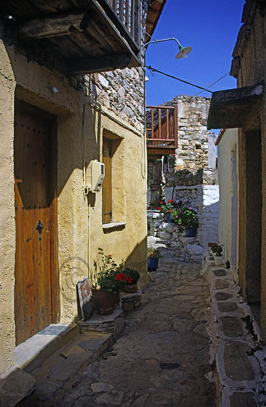 A street in Old Allonossos (a)