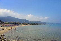 Alikes Beach. (a).