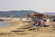 Alikes Beach. (b).