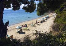 Ambelakia Beach. (b).