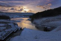 Dovestone Reservoir, Winter Evening