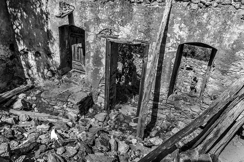 House Ruins at Micro Horio, Tilos. (b)