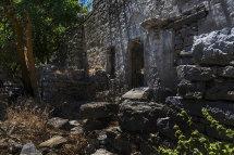 House Ruins in Micro Horio. (b).