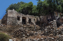 House ruins in Micro Horio, (d).