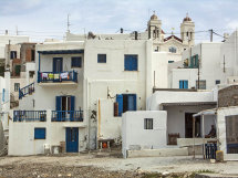 Houses in Naousaa (a).