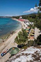 Pefkari Beach. (b)
