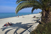 Polychrono beach. (b).